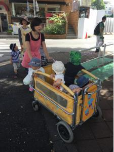 Japanese nursery children out for a walk. This is a frequent sight in Tokyo.